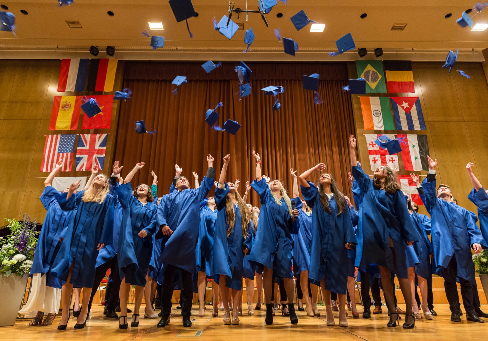 How to Throw an Epic High School Graduation Party