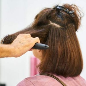 new mum has haircut by mobile hair stylist