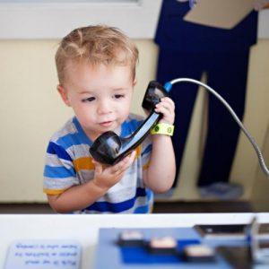 teach kids make emergency phone call